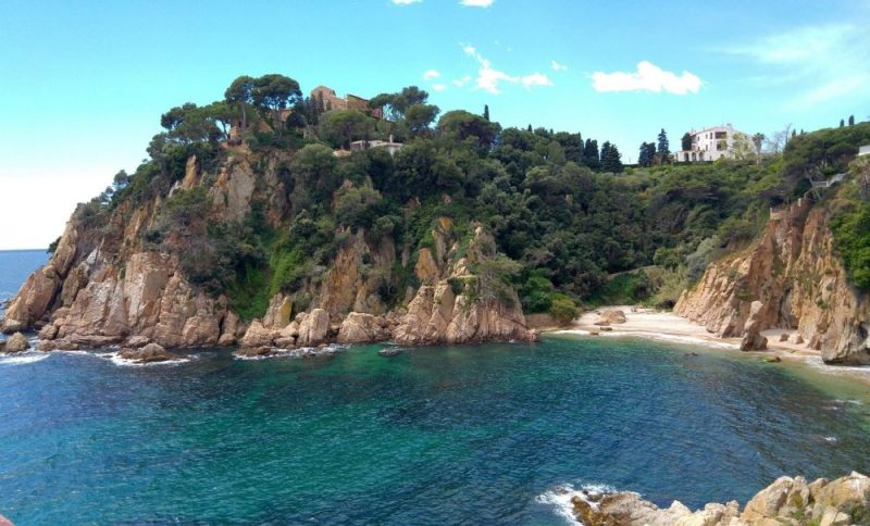 Check out the prices on the Costa Brava alongside numerous attractions and places of interest!
