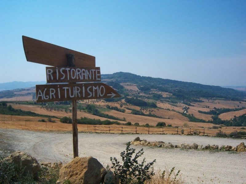 Agrotourism in Tuscany/ Check prices of accommodation in Tuscany / Camps, houses for rent and rural agrotourism popular in this region!