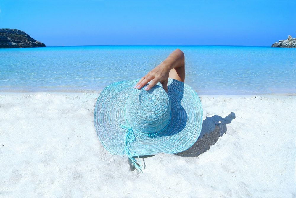 Last Minute Holidays / See what 'last minute' means and where and how to find attractive offers.