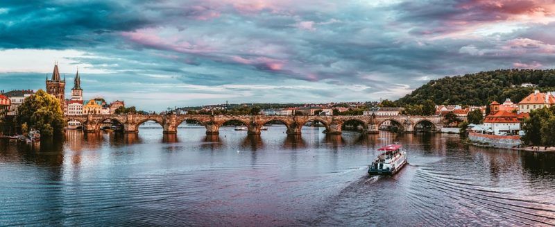 Charles Bridge in Prague / What to see in Prague? Check out our travel guide!