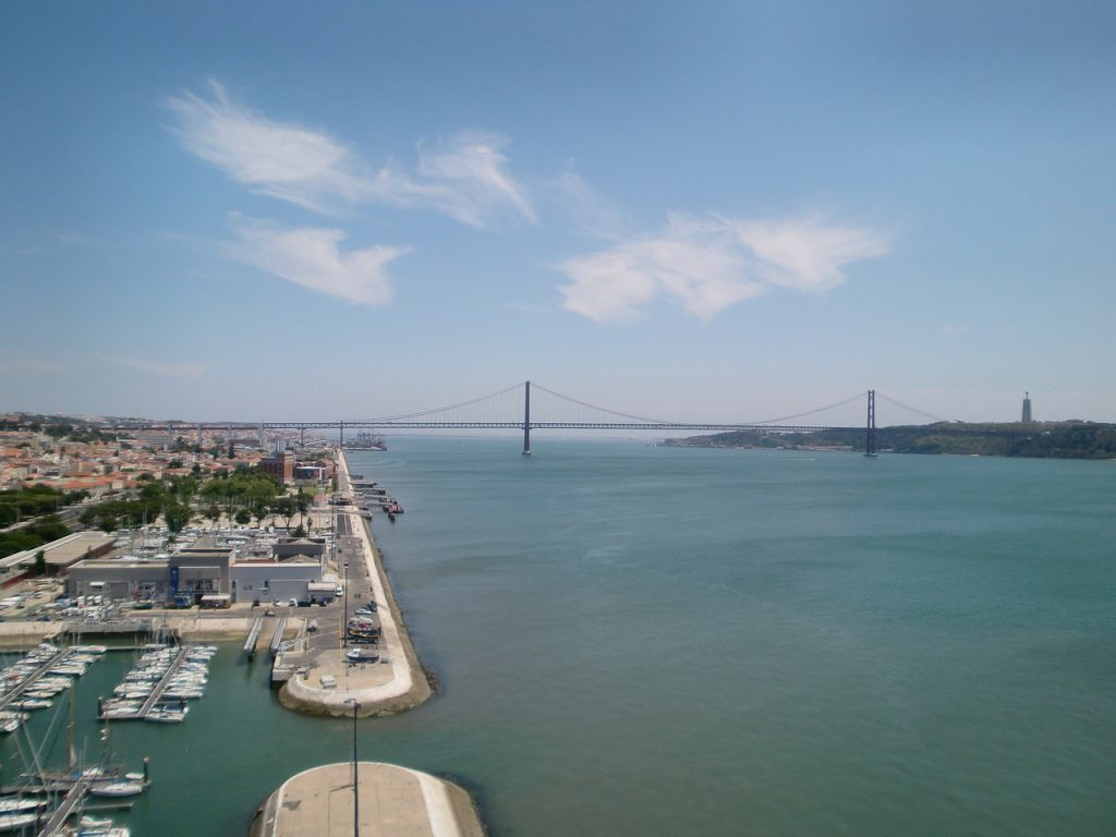 Lisbon. Capital of Portugal / Current map, popular districts and urban transport.