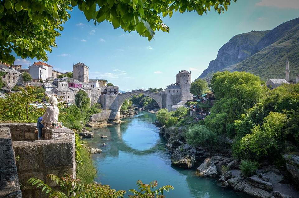 Mostar tourist attractions and monuments / Stary Most w Mostar.