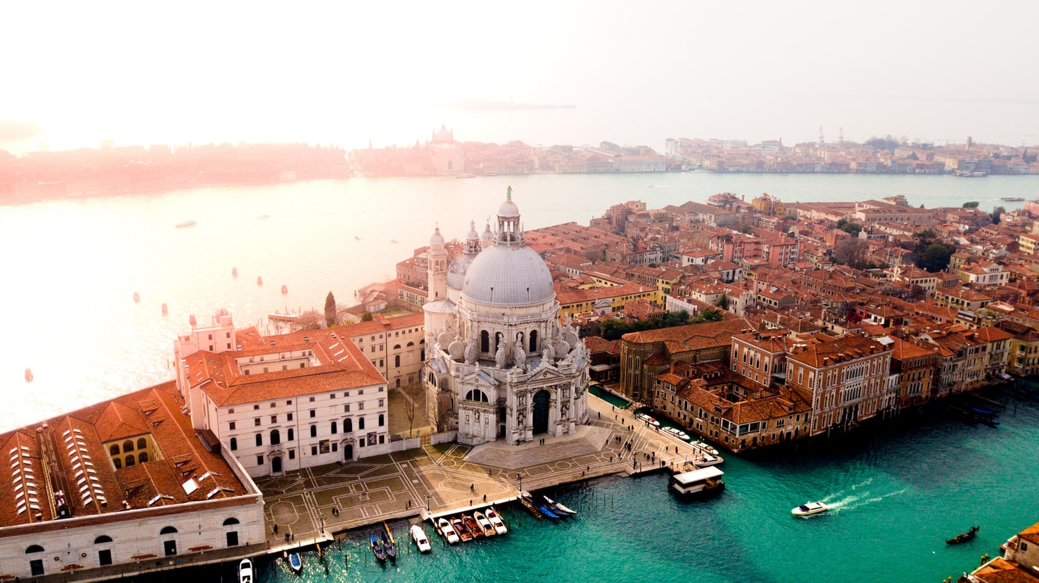 Accommodation in Venice: Hotels, hostels and apartments. See how much a night in Venice costs.
