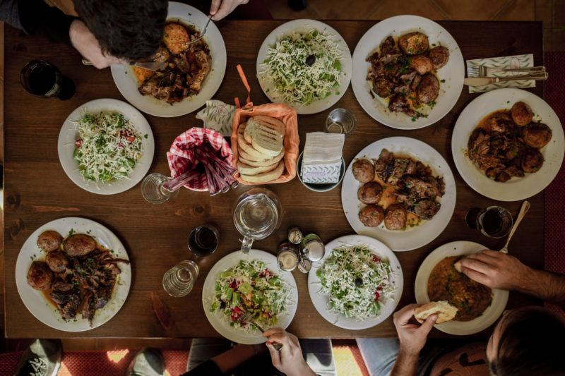 Dinner and fast food or pizza prices in Bulgaria: Lunch for the whole family in Bulgaria.