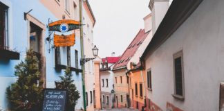 Prices in Bratislava / Food and drink in shops, dinner in a restaurant, pizza, alcohol, cigarettes, beer
