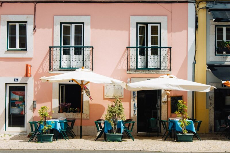 Prices in a restaurant in Portugal / Dinner for the whole family, pizza, fast-food