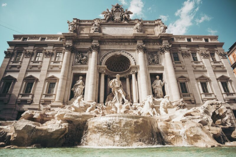 Trevi Fountain / Check out other attractions in Rome and see for yourself that it is worth visiting the monuments of this city.